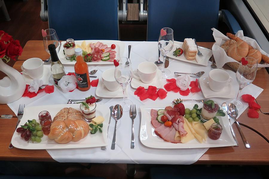 Muttertags-Frühstücksbuffet im Panoramawagen