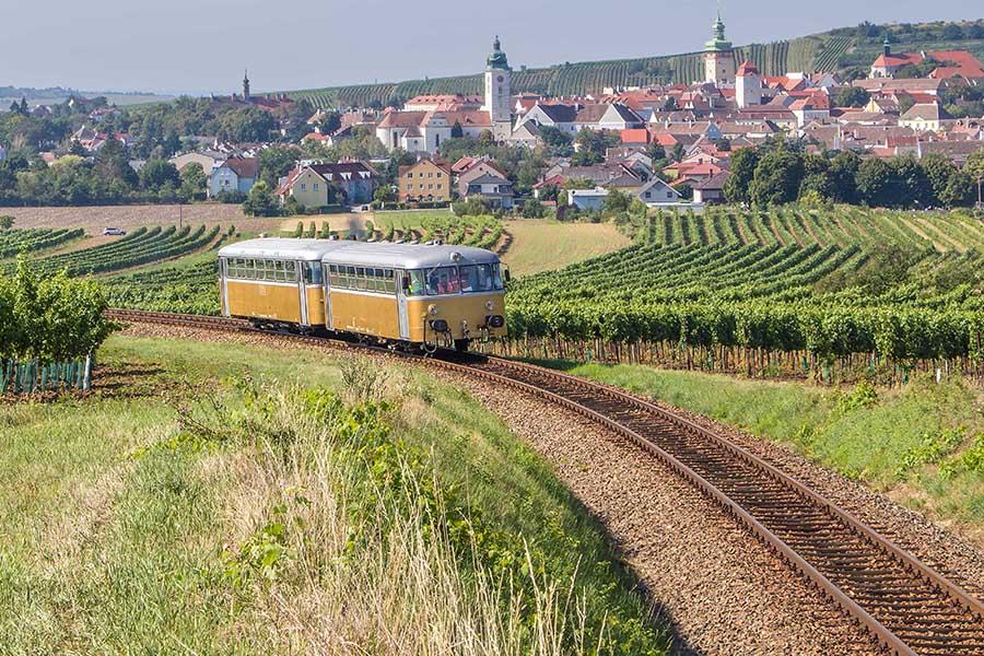 Herbstfahrten mit dem Goldenen Triebwagen